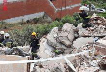 Una grua de gran tonatge se suma al rescat de la dona desapareguda en l'edifici enderrocat a Peníscola