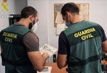 Detingut a Alfafar per enganyar altres persones per a signar documents amb els quals evadia impostos