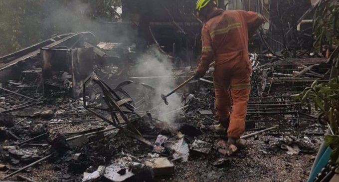 Bombers extingeixen dos incendis en un càmping de Xàtiva i en una casa abandonada a Quart de Poblet