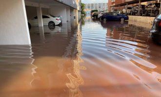 La tromba de 180 l/m² en Sagunt obliga a rescatar vehículos y a cortar calles inundadas y la circulación de Cercanías