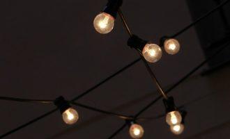 El precio de la luz continúa su rebaja este domingo, hasta los 146,57 euros/MWh