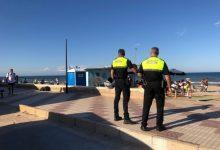 Un policia local de Sueca fora de servei salva la vida a una menor amb símptomes d'asfíxia