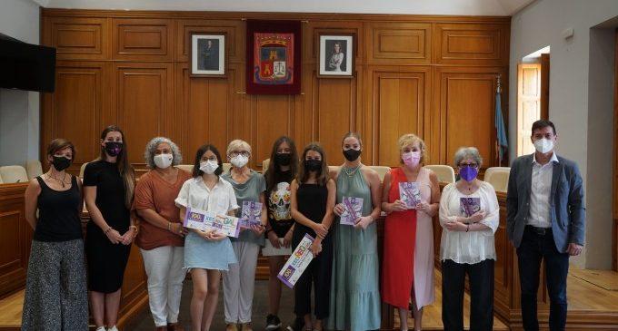 Burjassot premia la creativitat de tres estudiants que il·lustren les portades de les agendes escolars editades per la regidoria d'Igualtat