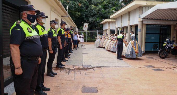 Les Falleres Majors de Torrent assisteixen a la tradicional visita a Policia Nacional, Policia Local i Protecció Civil