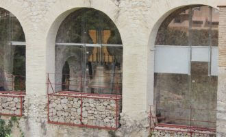 """Ontinyent expone en el criptopórtico del Palau de La Vila las históricas campanas """"Petra"""" y """"Santa Àgueda"""""""