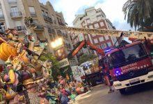 Bombers eliminen el risc de caiguda de Regne de València-Duc de Calàbria després de sis hores de treball